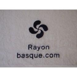 Le drap de bain brodé et personnalisé