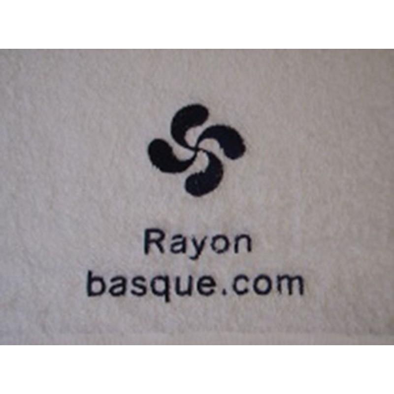 La serviette de toilette brodée et personnalisée
